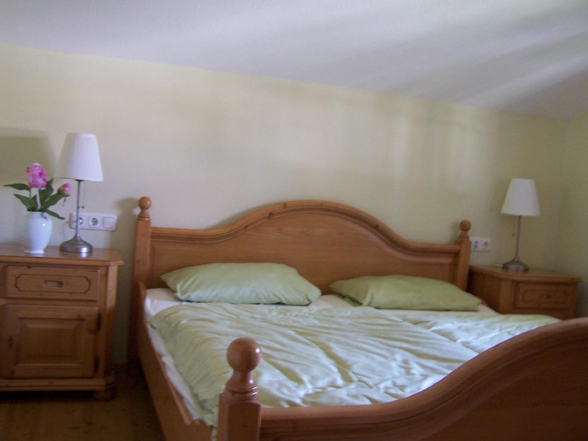 schlafzimmer alpenstil seersucker bettw sche gr n grau g nstig alte kopfkissen entsorgen biene. Black Bedroom Furniture Sets. Home Design Ideas